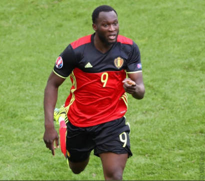 Manchester United agree Romelu Lukaku fee with Everton