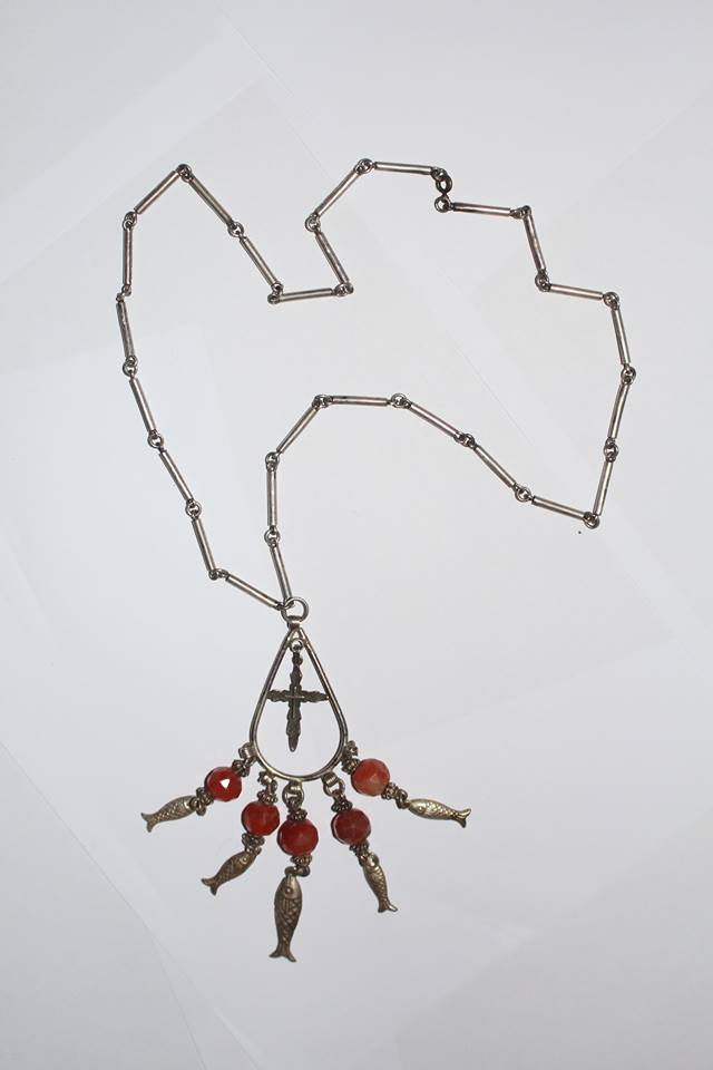 Ագաթե քարերով պատրաստված արծաթյա վզնոց