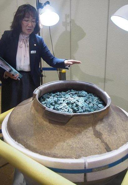 Ճապոնիայում հայտնաբերվել է նախադեպը չունեցող խոշոր գանձ՝ մեկ անոթի մեջ