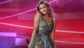 Вера Брежнева рухнула под сценой во время концерта