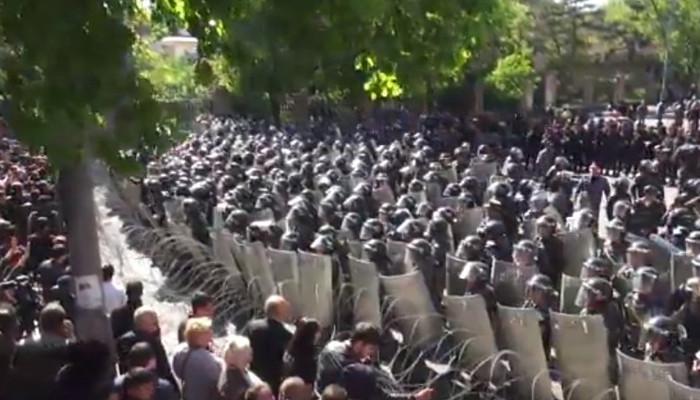 Ցուցարարներին ցրելու համար ոստիկանությունը պատրաստվում է արցունքաբեր գազ կիրառել