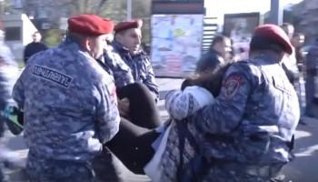 Ինչպես է ոստիկանությունն անհամաչափ բռնություն կիրառում խաղաղ ցուցարարների նկատմամբ (տեսանյութ)