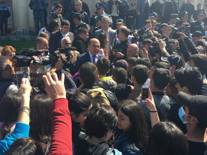 Գյումրիում ցույցի են դուրս եկել ուսանողներն ու աշակերտները