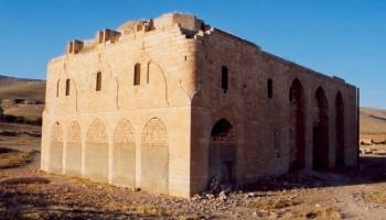 Germuş'taki tarihi Ermeni Surp Asdvadzadzin Kilisesi yok olmak üzere