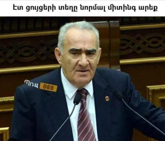 Համացանցը մեմերով ծաղրում է Գալուստ Սահակյանին