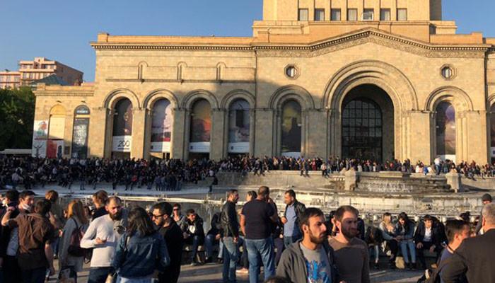 Ուղիղ միացում Հանրապետության հրապարակի հանրահավաքից