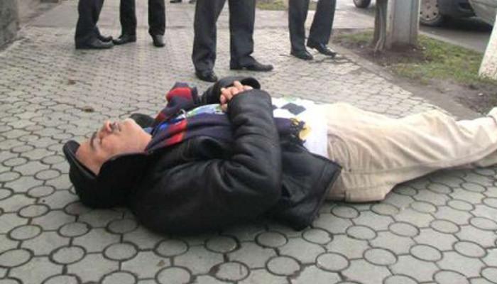 Վարդգես Գասպարին պառկել է Վճռաբեկ դատարանի շենքի մոտ. ՈՒՂԻՂ ՄԻԱՑՈՒՄ