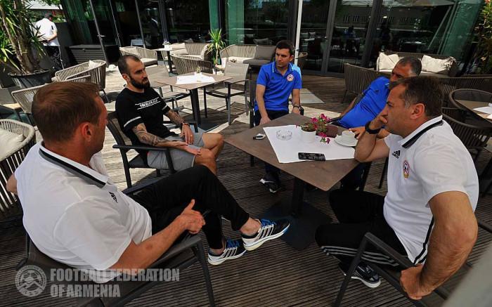 Յուրա Մովսիսյանն այցելել է Հայաստանի ազգային հավաքականի ճամբար