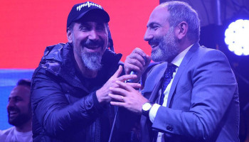 "Tankian: ""Time for an Armenia style peaceful revolution no?"""