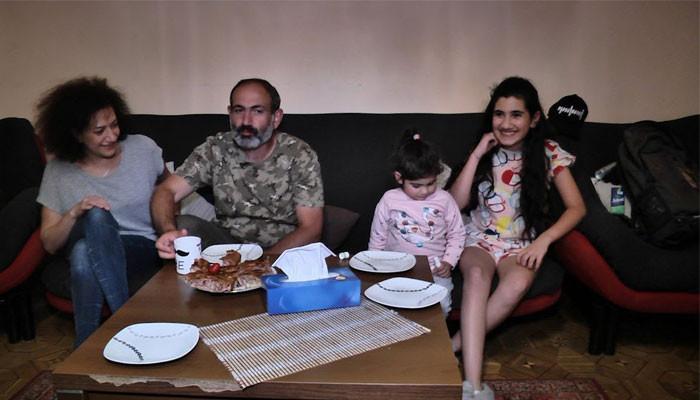 Վարչապետը կառավարական առանձնատուն գնալուց հետո իր բնակարանը տրամադրել է անապահով ընտանիքի