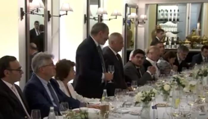 Նիկոլ Փաշինյանն ընթրիք է ունեցել Ֆրանսիայի հայ համայնքի ներկայացուցիչների հետ (տեսանյութ)