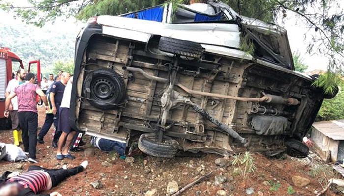 Antalya'da feci kaza! Çok sayıda ölü ve yaralı var...