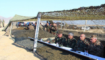 Президент Бако Саакян наблюдал за ходом тактических военных учений и посетил село Мец шен