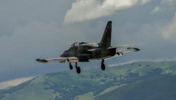 Пропавший истребитель Су-25 обнаружен в горах Маларика: оба пилота погибли