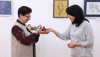 "Naregatsi Art Institute unveiled Liliya Tonakanyants' exhibition entitled ""From Felt to Quilling"""
