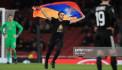 Армянский болельщик с флагом Арцаха выбежал на поле во время матча «Арсенал»- «Карабах»