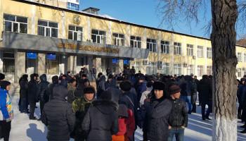 В Караганде протестовали десятки людей