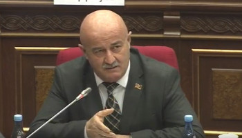 Овик Агазарян - Мане Тандилян: Может ли Постоянная комиссия НС вмешиваться в банковскую сферу?