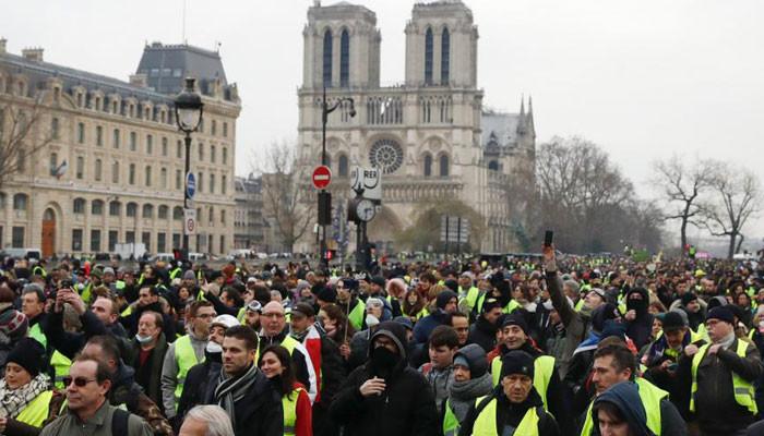 """Во Франции началась новая волна протестов """"желтых жилетов"""""""