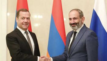 Никол Пашинян провел телефонный разговор с Дмитрием Медведевым