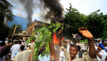 Սուդանում բռնկվել է նախագահական պալատը