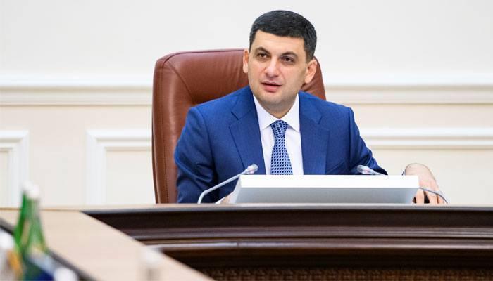 Гройсман: РФ может принудительно выдавать паспорта жителям Донбасса