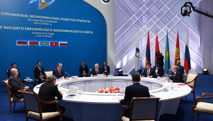 Назарбаев стал почетным председателем ЕАЭС
