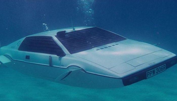 Elon Musk says Tesla has a design ready for a James Bond-style submarine car