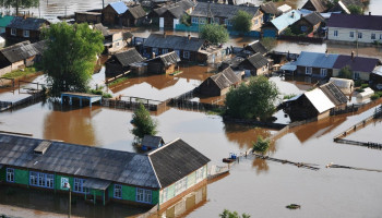 Twelve dead & thousands left homeless as severe flooding hits Siberia