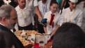 «Շատ գայթակղիչ է, բայց չեմ ուտի». Փաշինյանը Գյումրիում շրջում է տաղավարներով