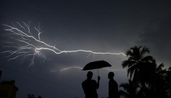 Lightning strike at Florida beach leaves 8 injured