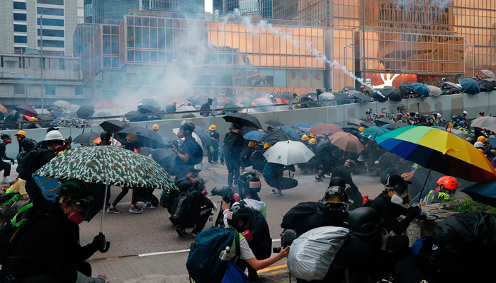 Hong Kong protests: Rich chase golden visas as unrest simmers