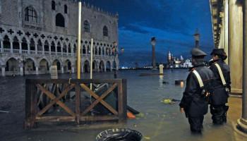 СМИ: два человека погибли из-за наводнения в Венеции
