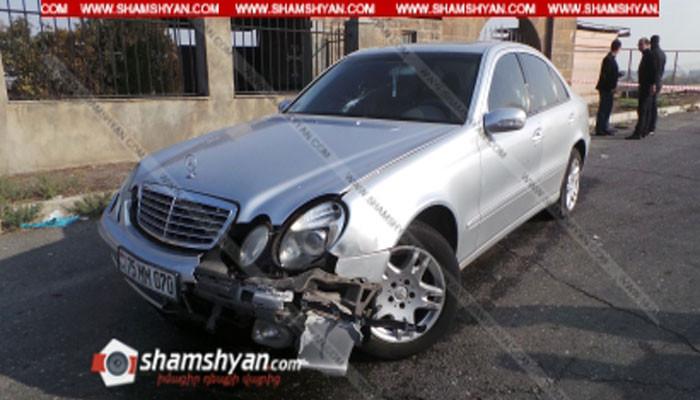 Էջմիածնի Սբ Հռիփսիմե եկեղեցու մոտ Mercedes-ը կրակահերթի տակ է հայտնվել. կա վիրավոր