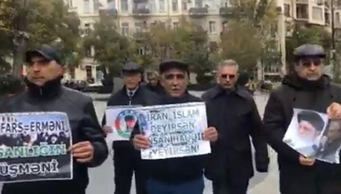 Բաքվում հայ լրագրողների այցի դեմ բողոքի ակցիաներ .այրել են ՀՀ պետական դրոշի գույներով ներկված թուղթը