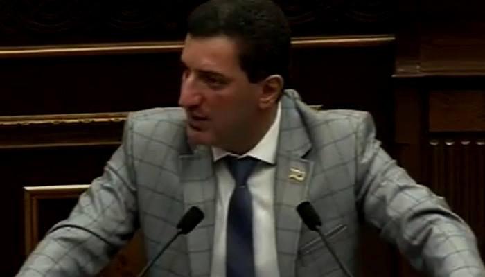 Геворк Петросян: Вы спросили у налогоплательщиков, согласны ли они платить неработающему судье около 800 тыс. драмов зарплаты?