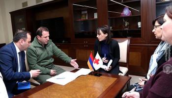 ՊՆ-ում քննարկել են Ադրբեջանում գերեվարված Արայիկ Ղազարյանի և Կարեն Ղազարյանի հարցերը