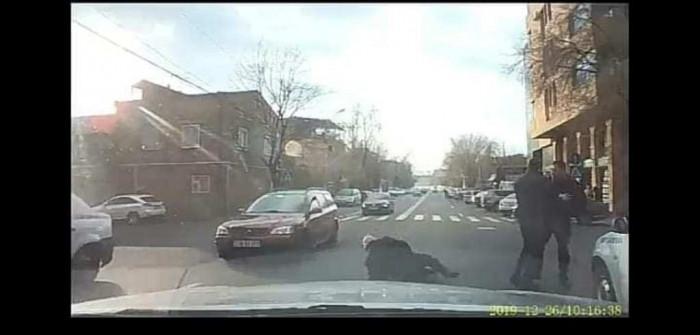«Բրաբուսի» վարորդը Երևանում վթարից հետո գետնին է գցում ու ծեծում տաքսու տարեց վարորդին