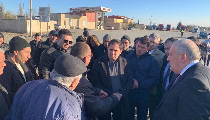Սուրեն Պապիկյանը Վրաստանում հանդիպել է հայկական բեռնափոխադրող ընկերությունների վարորդների հետ