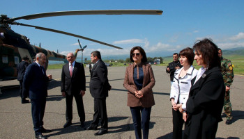 Artsakh's President meets Nikol Pashinyan and his wife at Stepanakert airport