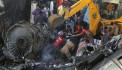 Pakistan'da yolcu uçağı evlerin üzerine düştü