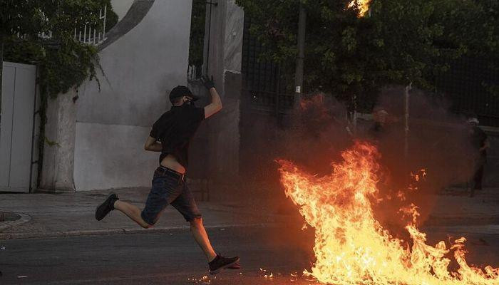 Greece: Violence erupts at rally in Athens against new protest law
