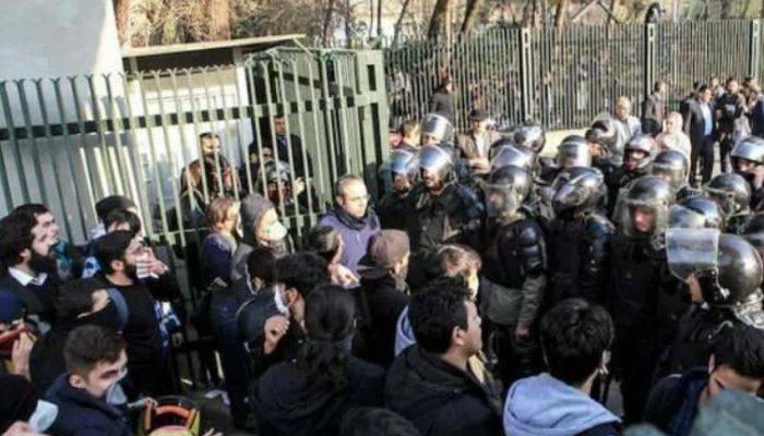 İran'da Ermeni karşıtı protesto yapan 15 Azerbaycanlı tutuklandı