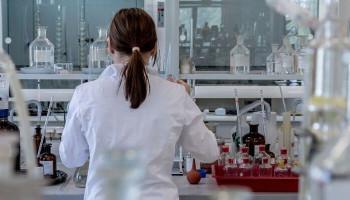 Հոկտեմբերին կորոնավիրուսի դեմ առաջինը պատվաստում կստանան բժիշկներն ու ուսուցիչները
