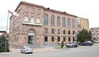 Էրեբունի վարչական շրջանի ղեկավարի աշխատակազմի երկու աշխատակիցներին մեղադրանք է առաջադրվել