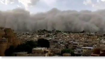 Гигантская песчаная буря накрыла Джайсалмер, Индия