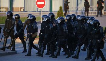 В центр Минска прибывают подразделения ОМОН и внутренних войск