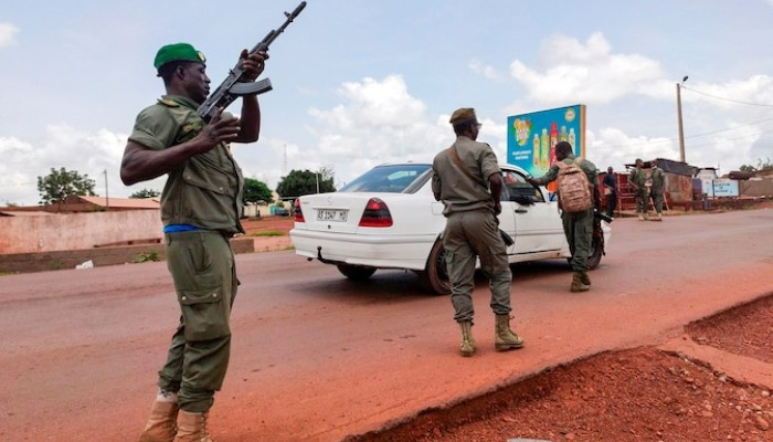 West African leaders urge Malian soldiers to halt mutiny as coup fears grow