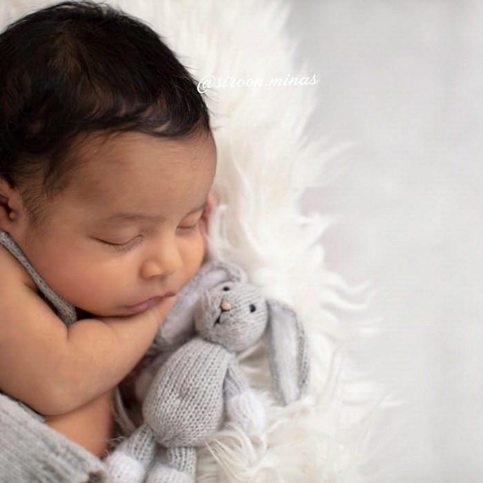 Սիրուն Մինասը հրապարակել է նորածին որդու լուսանկարը