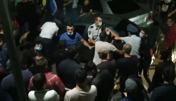 Տեսանյութ.Մի դիմակի համար. Վիճաբանություն ու քաշքշուկ՝ քաղաքացիների և ոստիկանության միջև